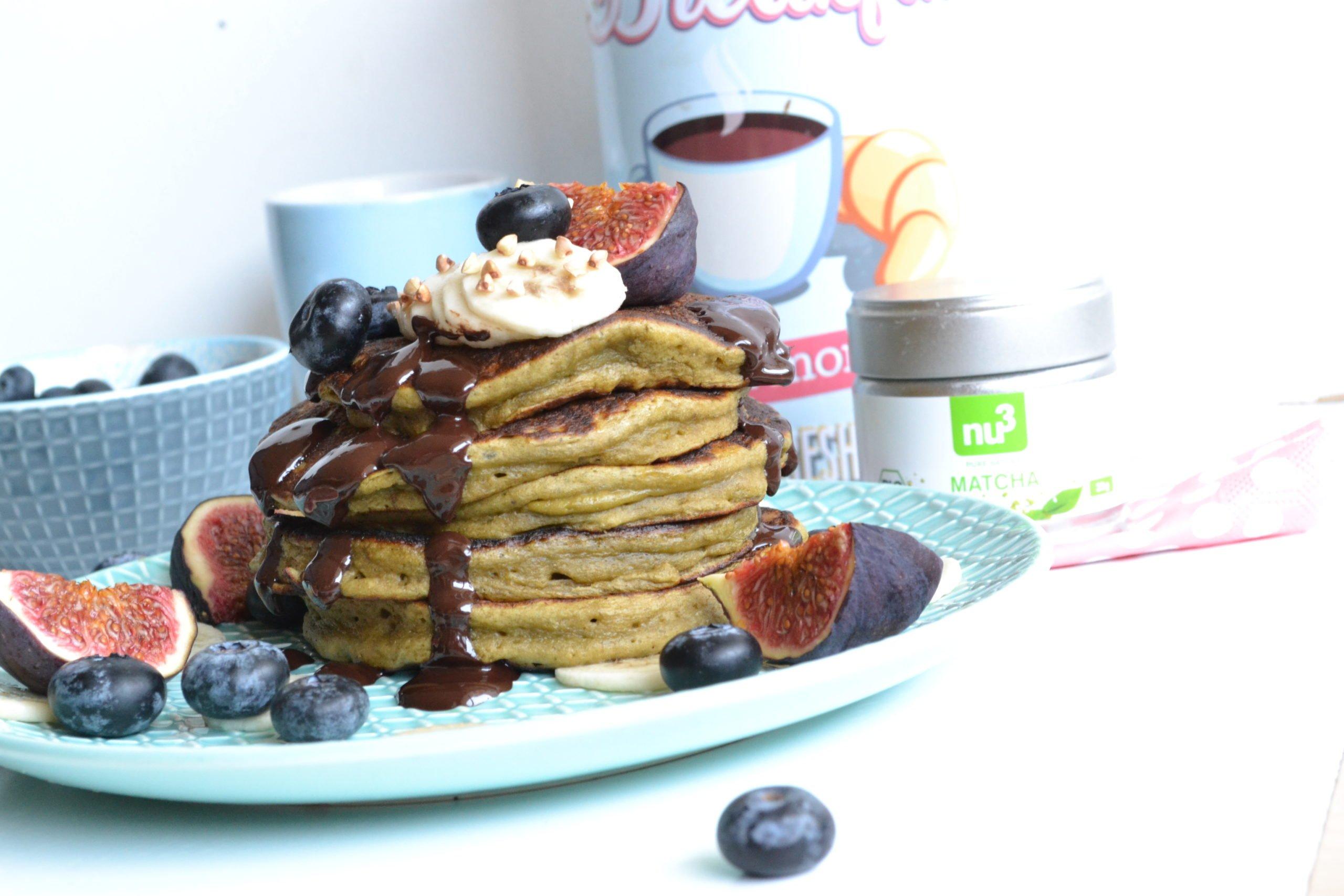 Pancakes au thé vert matcha fourrés au chocolat