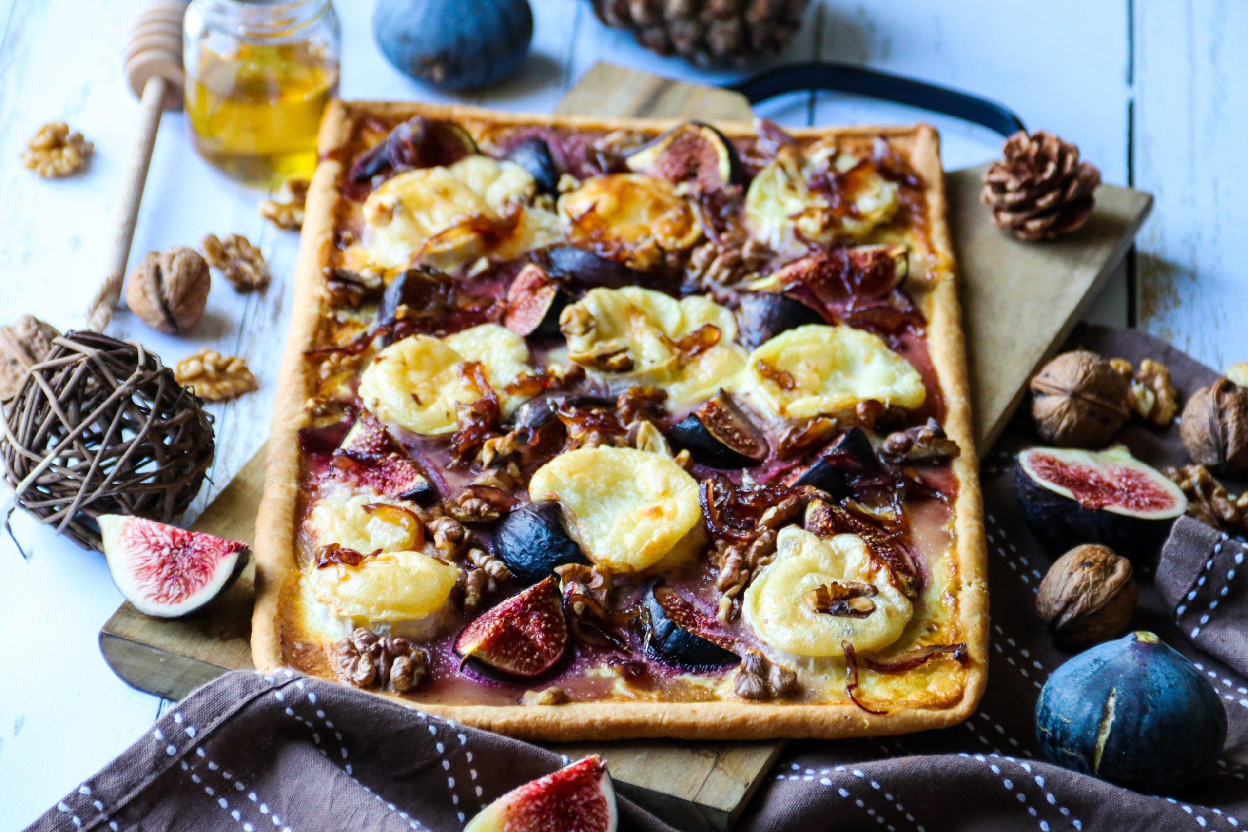 Tarte sucrée-salée aux figues, chèvre et miel