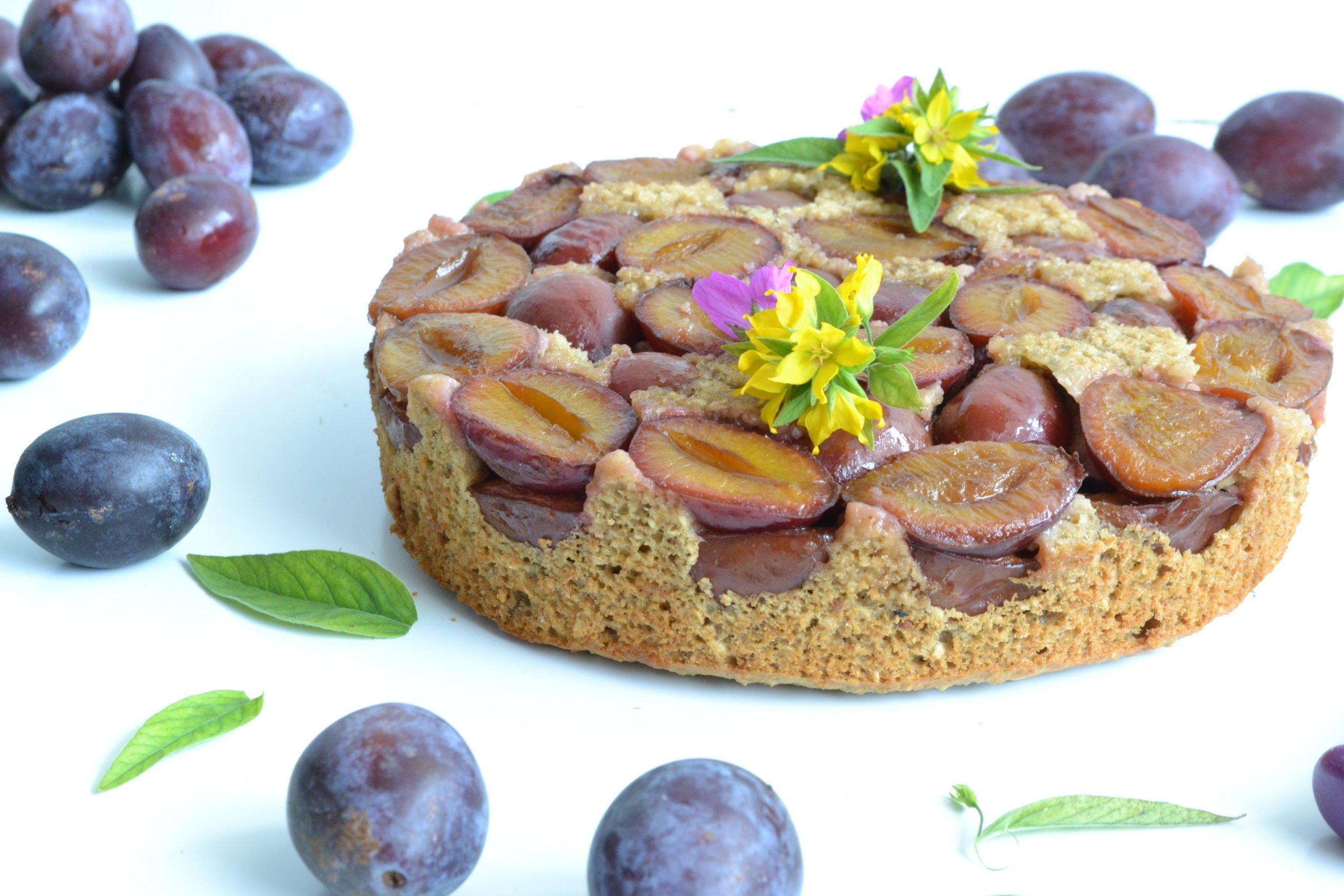 Gâteau renversé aux quetsches sans sucre raffiné ni beurre
