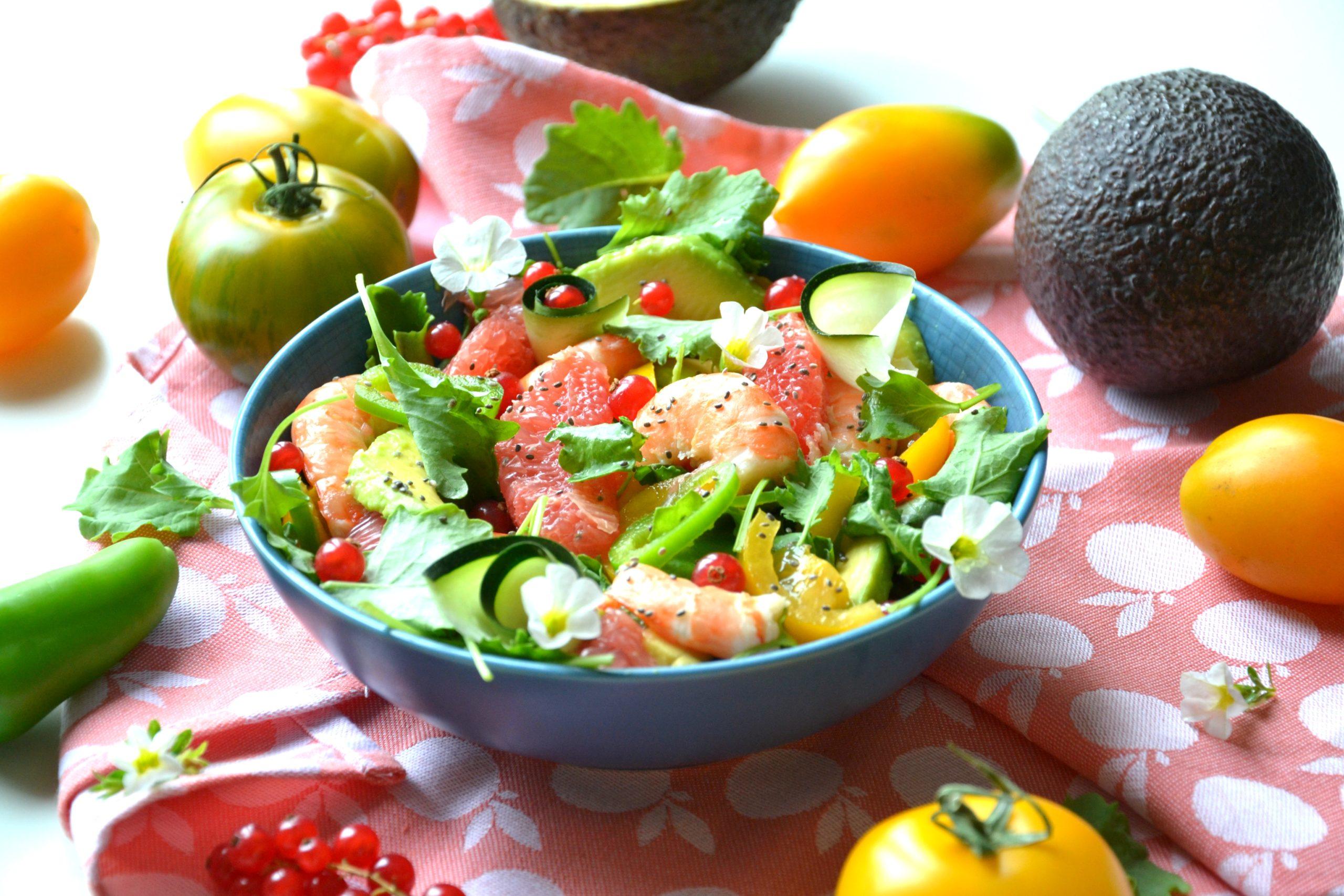 Salade avocat, pamplemousse, courgettes, crevettes…