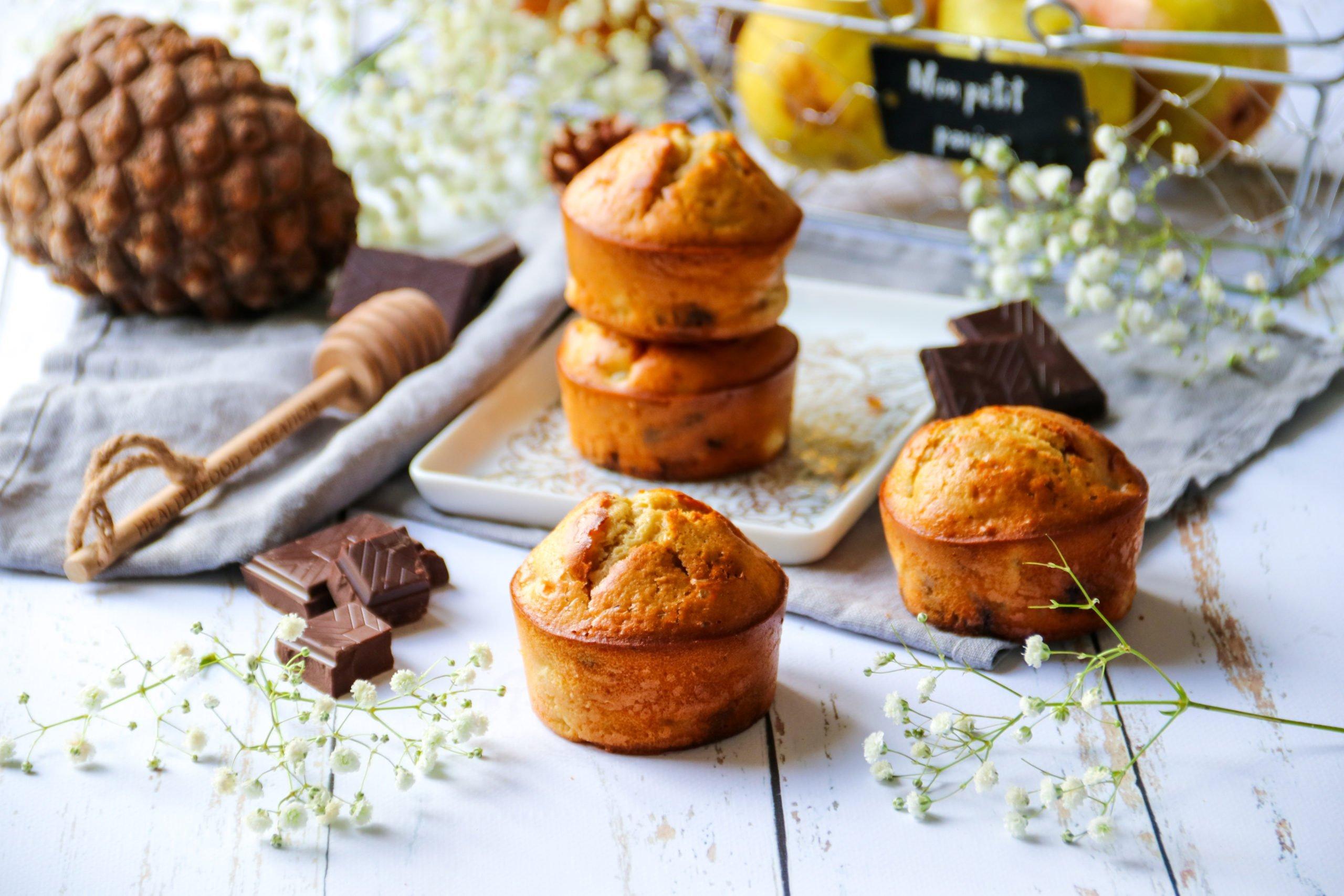 Muffins aux poires et chocolat sans sucre raffiné ni MG ajoutées