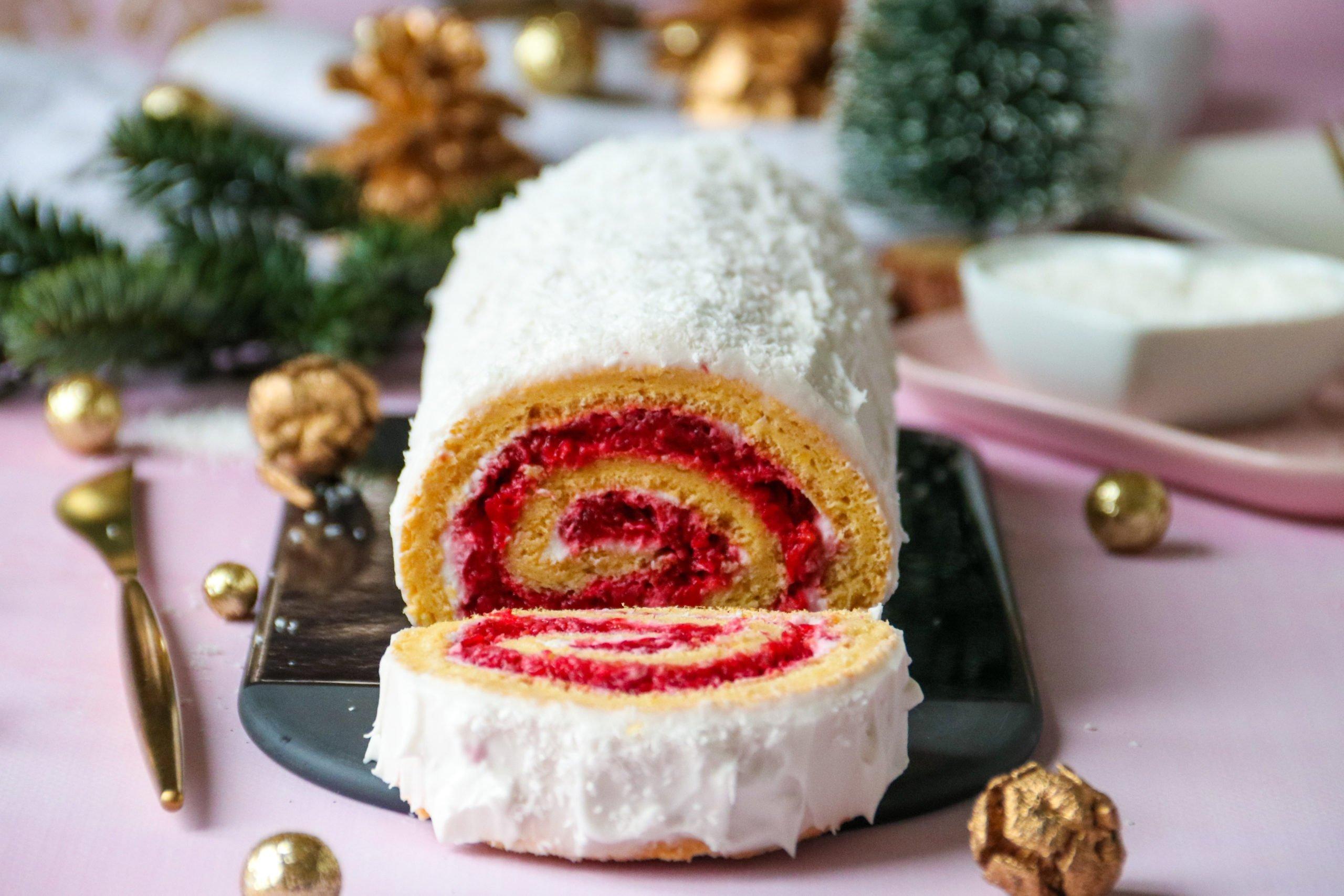 Bûche de Noël roulée coco framboises