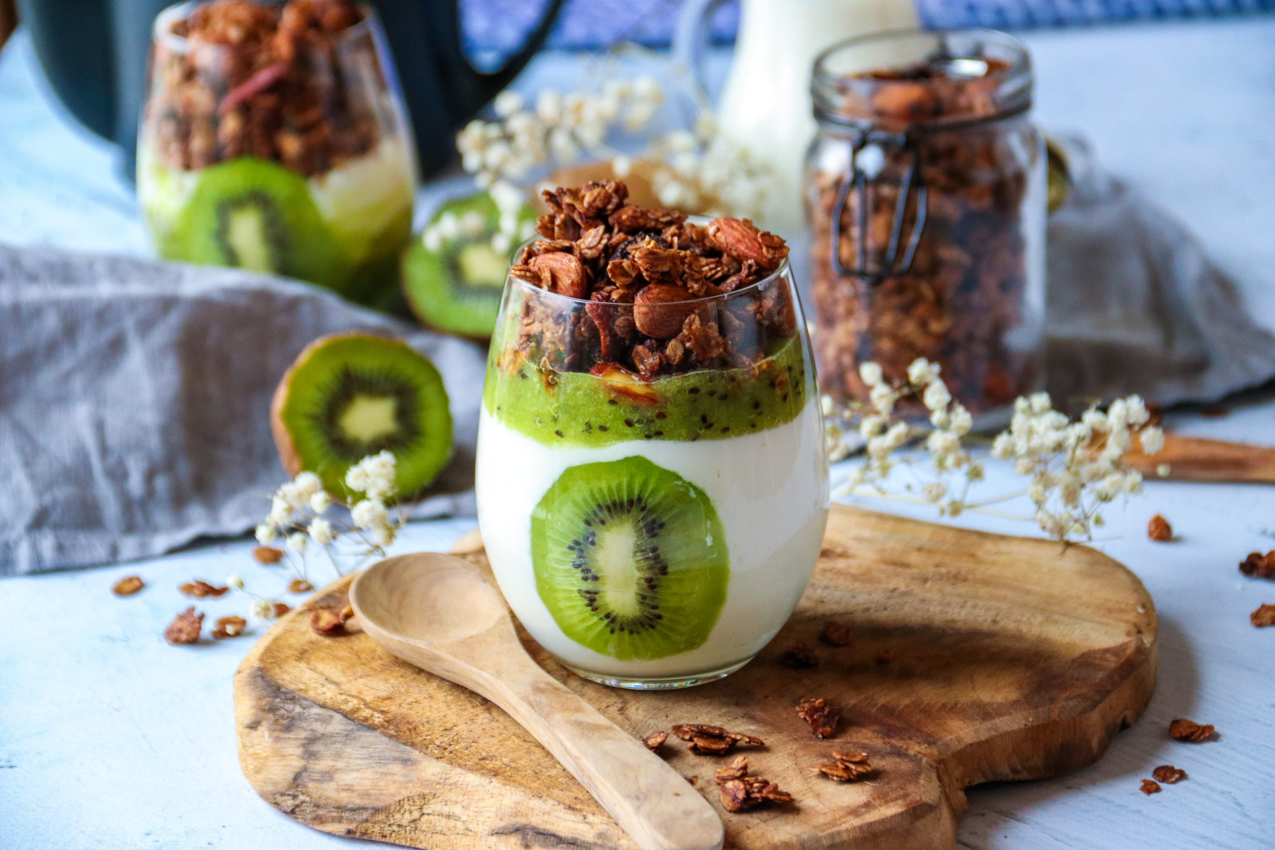 Verrines healthy au kiwi de France et son granola au chocolat