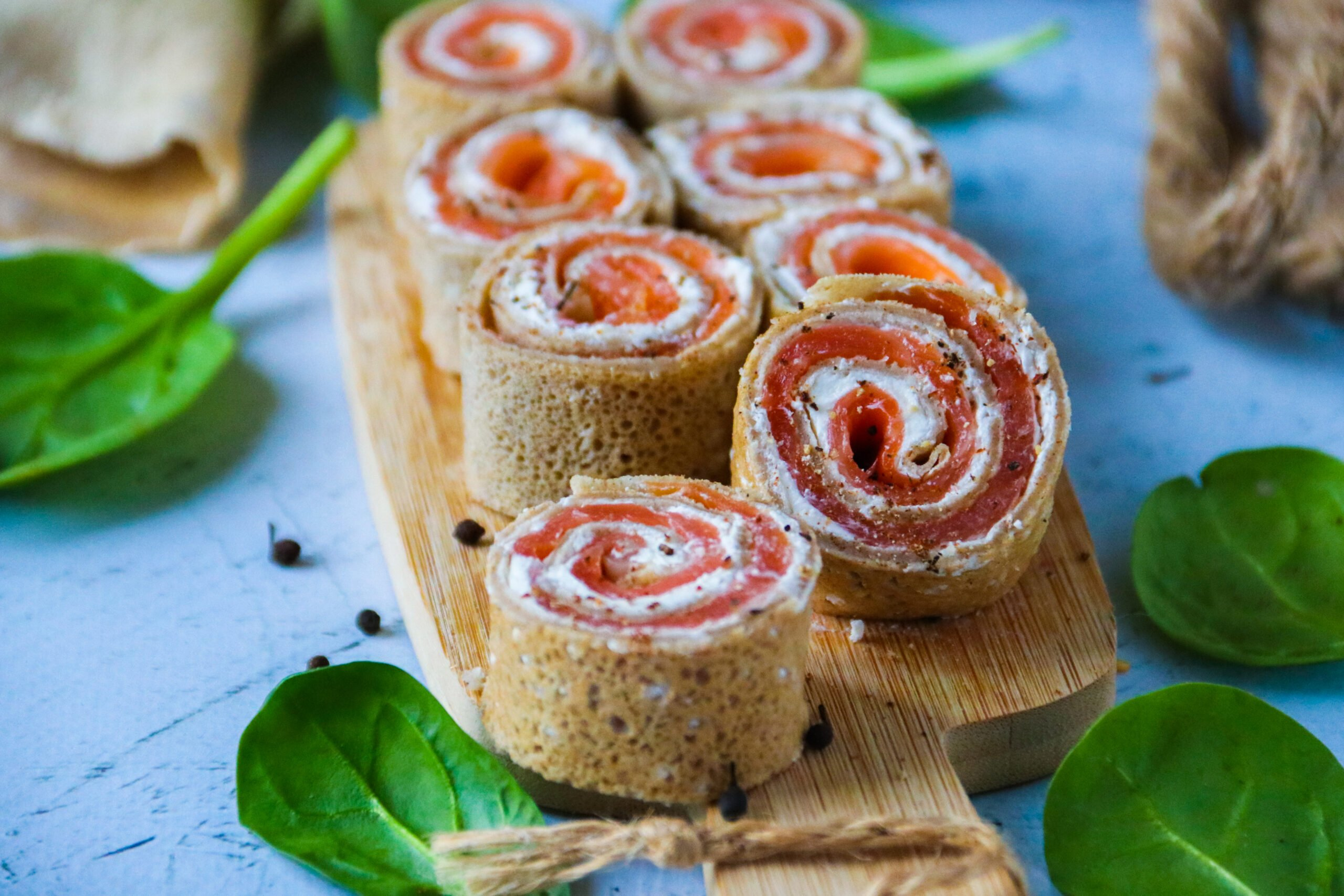 Crêpes roulées à la farine de sarrasin et saumon