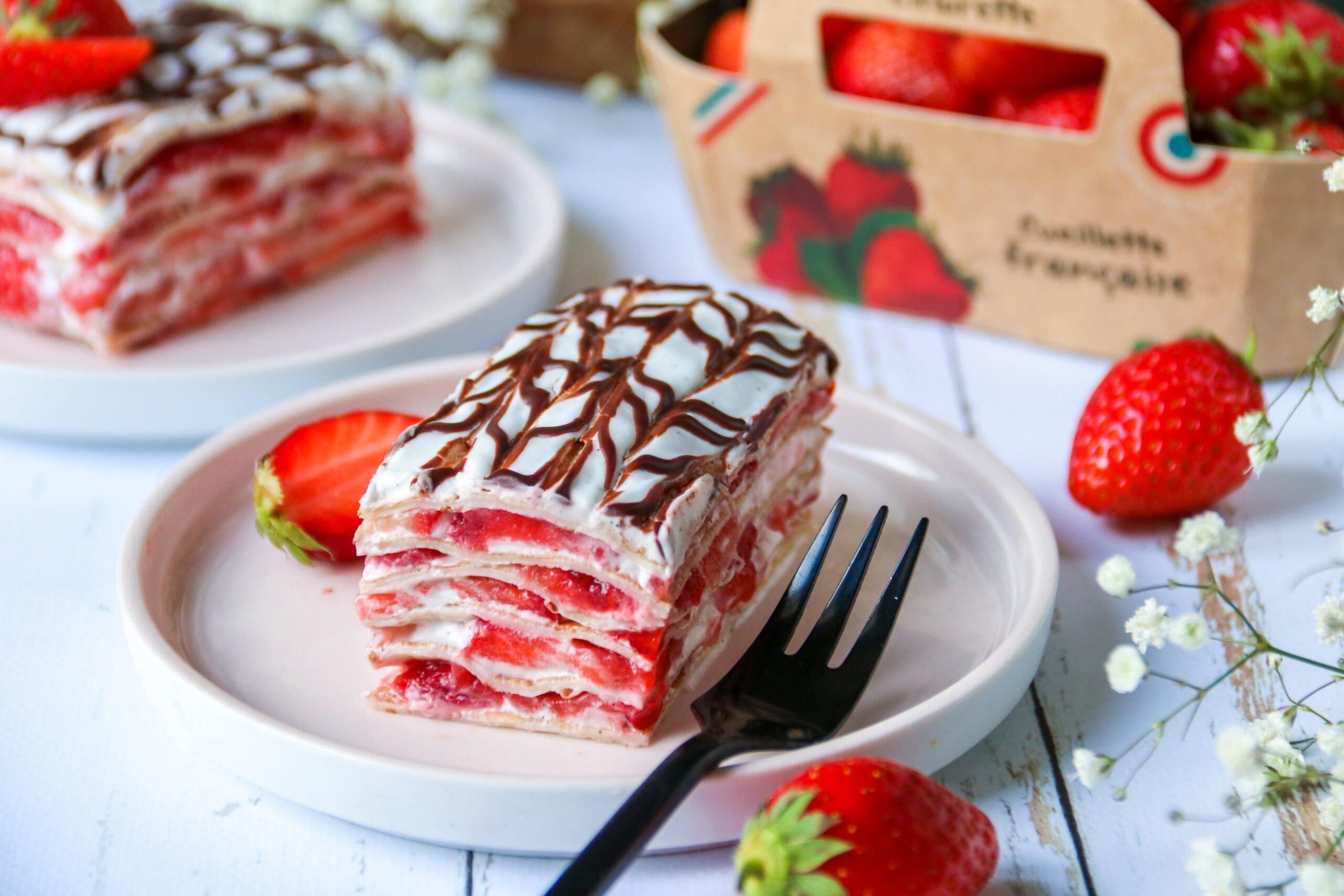 Mille-feuilles de crêpes aux fraises, crème coco-vanille