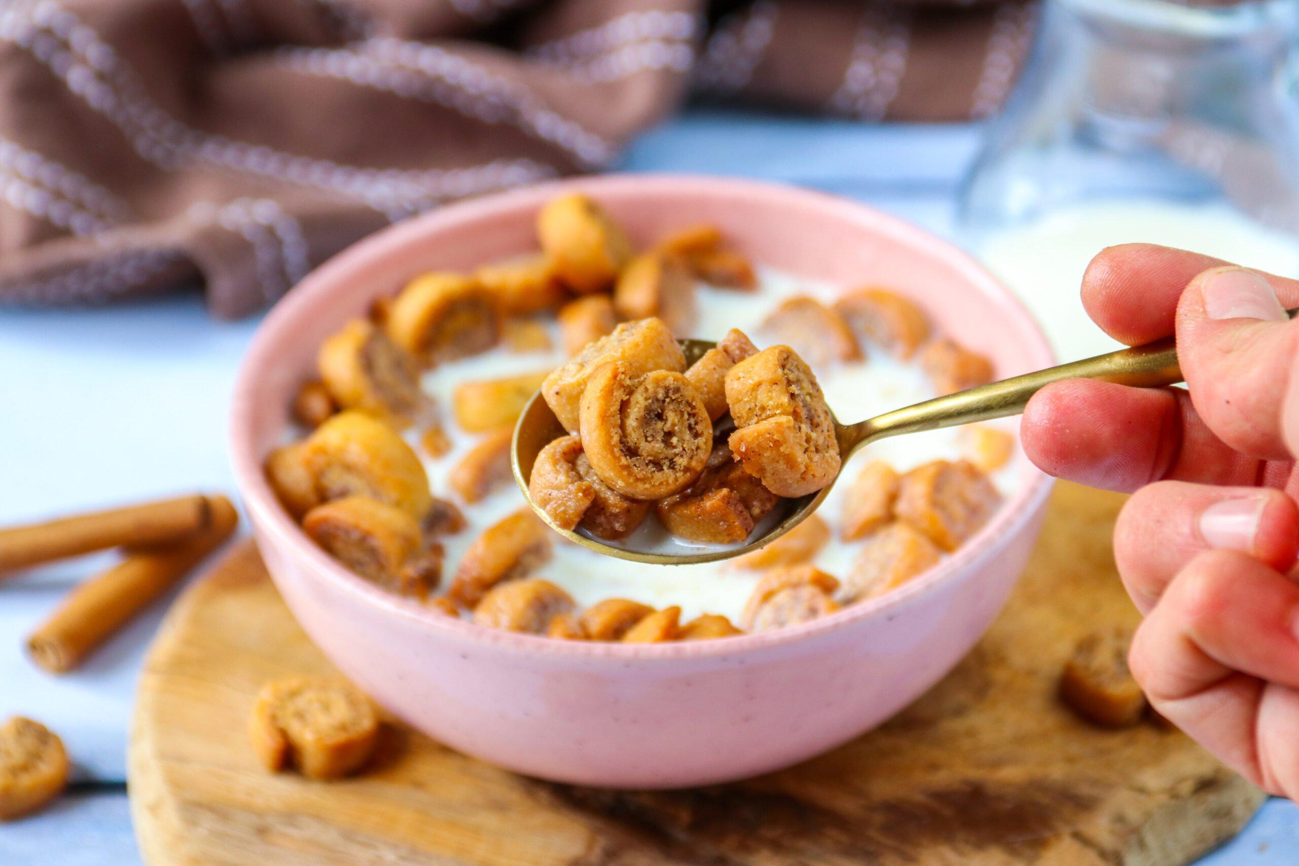 Mini cinnamon rolls cereals